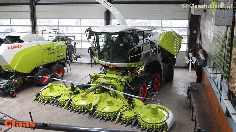 Show bij de grootste Claas dealer van Drenthe.